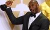 Kobe Bryant recebe o Oscar de melhor curta de animação