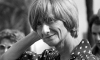 "Françoise Sagan num ""bom-dia, tristeza"""